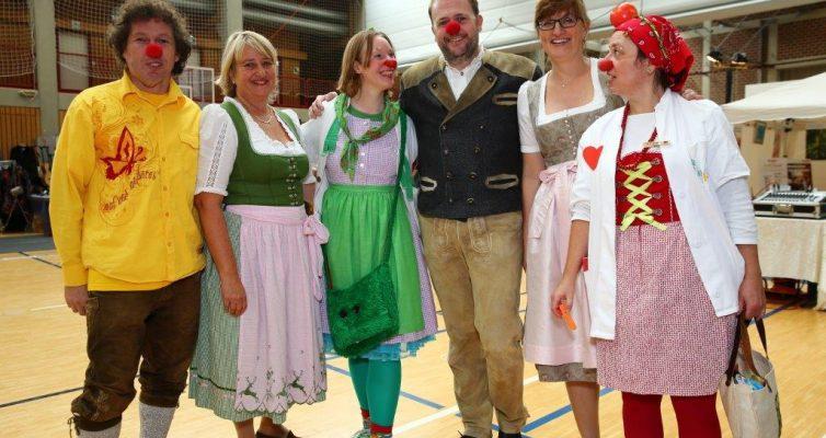 Die Münchner Klinik-Clowns mit dem Vorstand der Unternehmer für Feldmoching e.V.